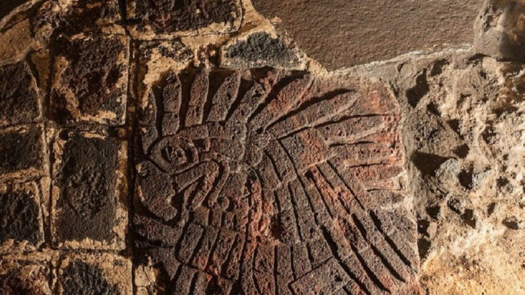 Descubren un enorme bajorrelieve de un águila en Templo Mayor