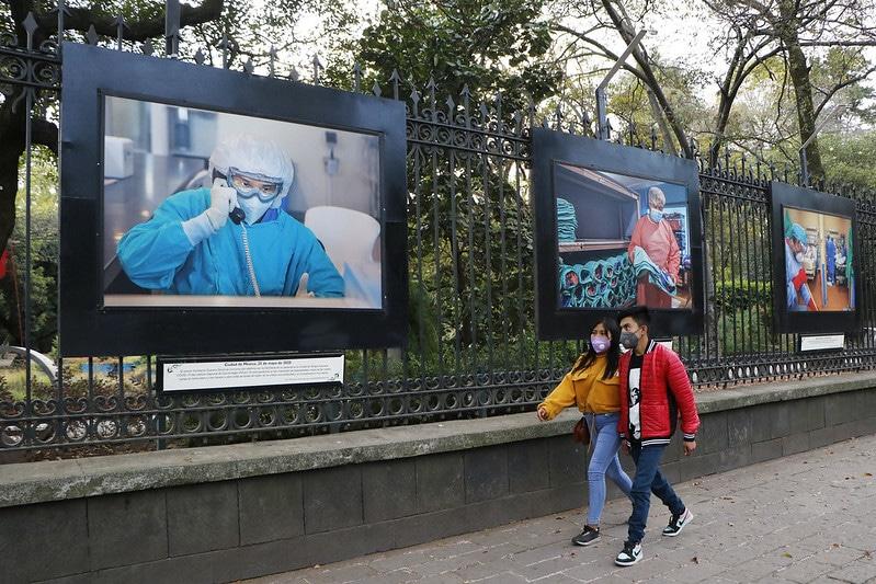 Rinden homenaje a personal médico con exposición en Chapultepec