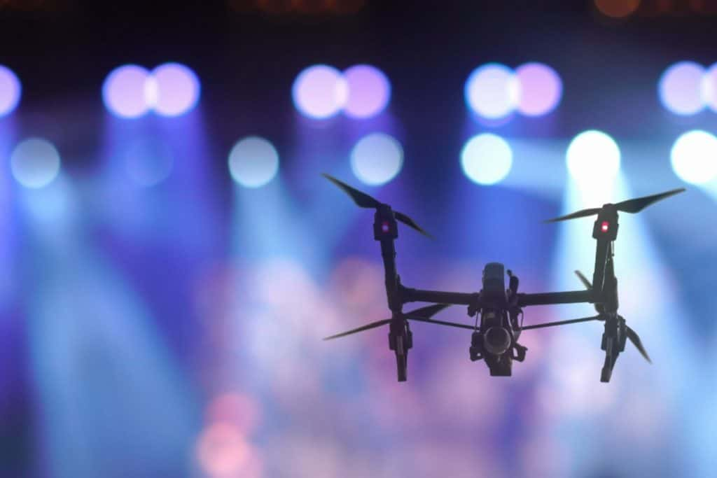 Una serie de drones iluminarán la ciudad de noche con poesía