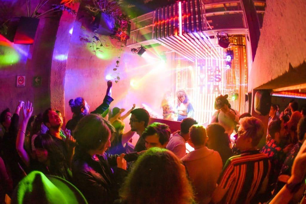 Recupérate del Pride en esta terraza con DJ's, drag battles y más