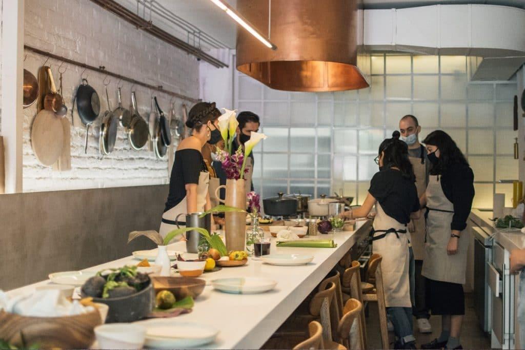 Aprende a cocinar con una master chef y degusta mezcales