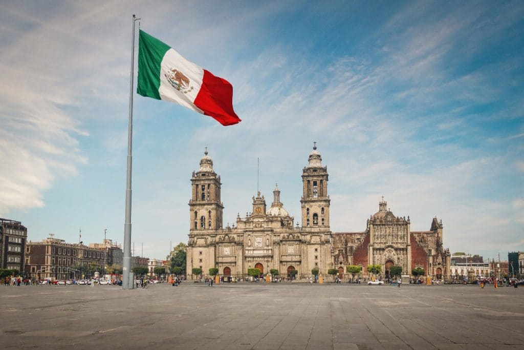Video: Así se veía el Zócalo en los años cuarenta