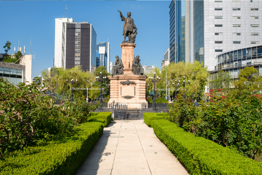 La escultura de una mujer indígena sustituirá la de Cristóbal Colón
