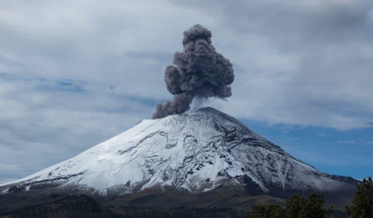 El Popocatépetl despertó con explosiones de hasta 3 mil metros de altura