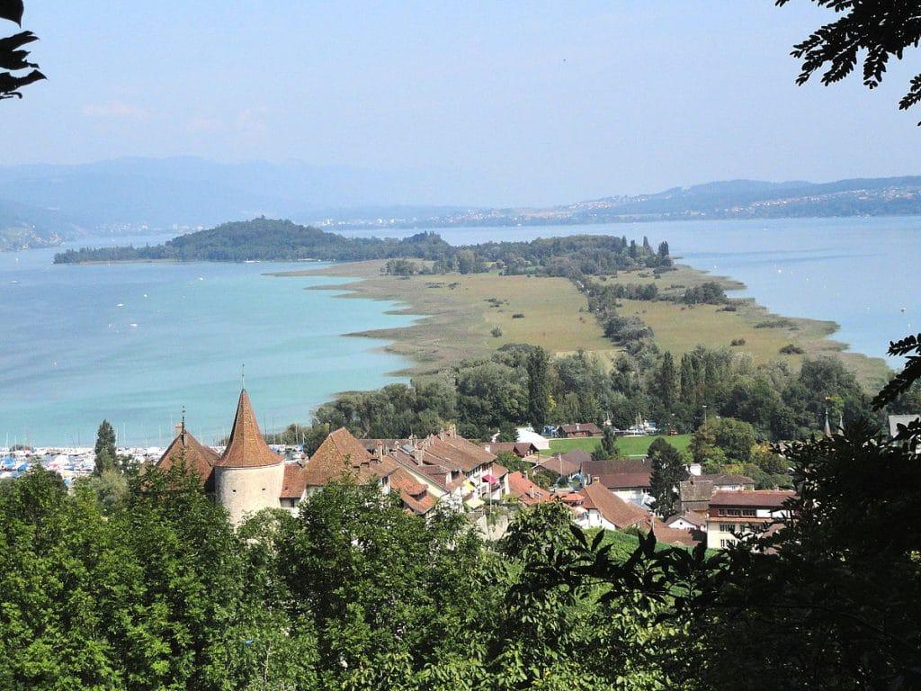 lac de bienne - suisse - village - vignoble - lac - coteaux - randonnée - visite