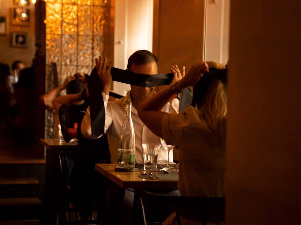 dining in the dark diner dans le noir genève restaurant expérience unique dégustation aveugle