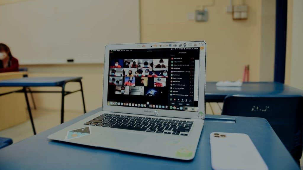 université de genève cours en ligne visioconférence covid virtuel