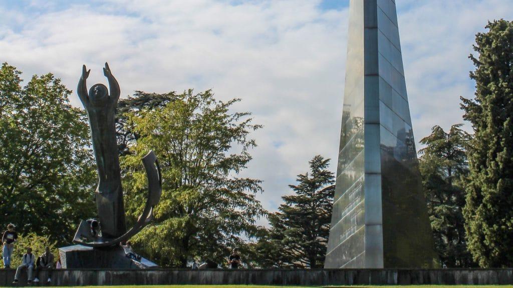 monument genève espace conquête ussr cadeau onu nations unies histoire espace youri gagarine