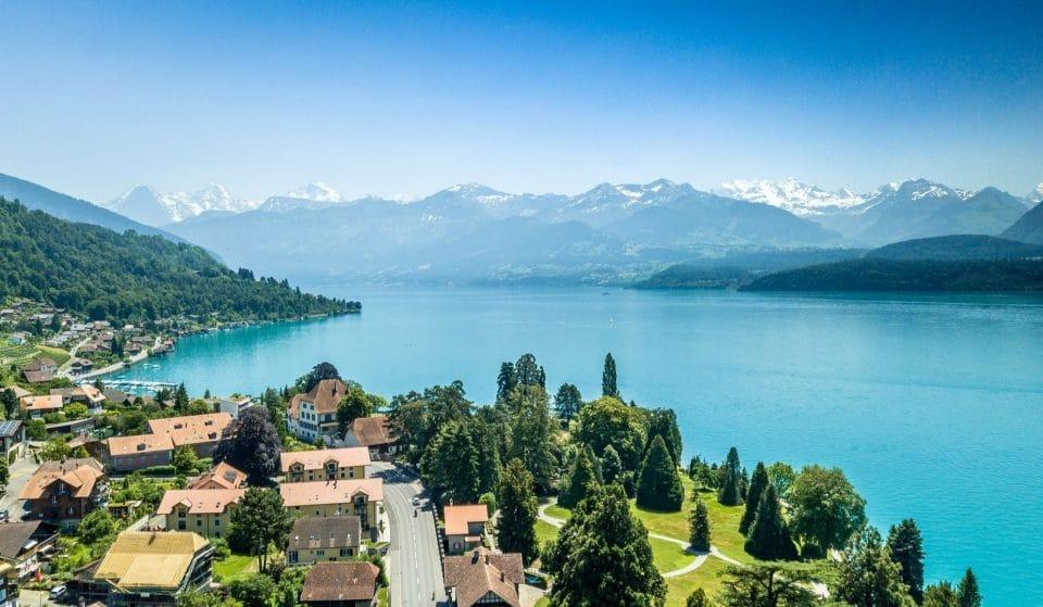 Roger Federer et Robert de Niro dans une vidéo insolite pour promouvoir le tourisme en Suisse !