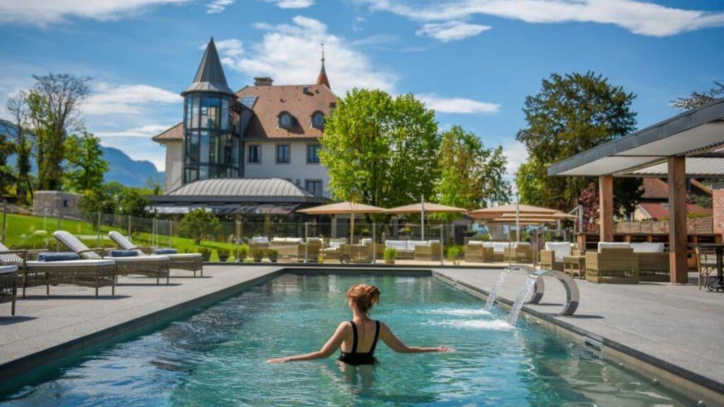 escapade chateau geneve hotel piscine
