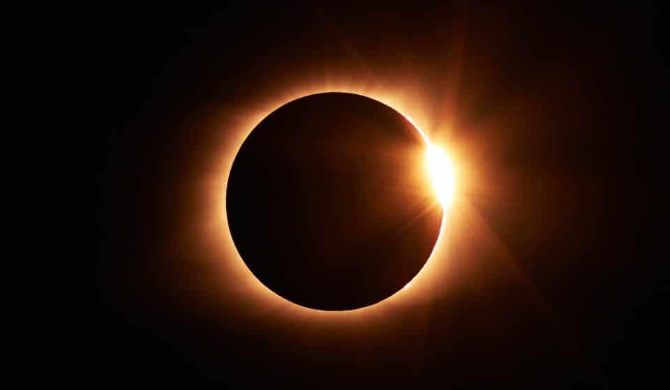 La première éclipse solaire de 2021 sera observable en Suisse ce jeudi !