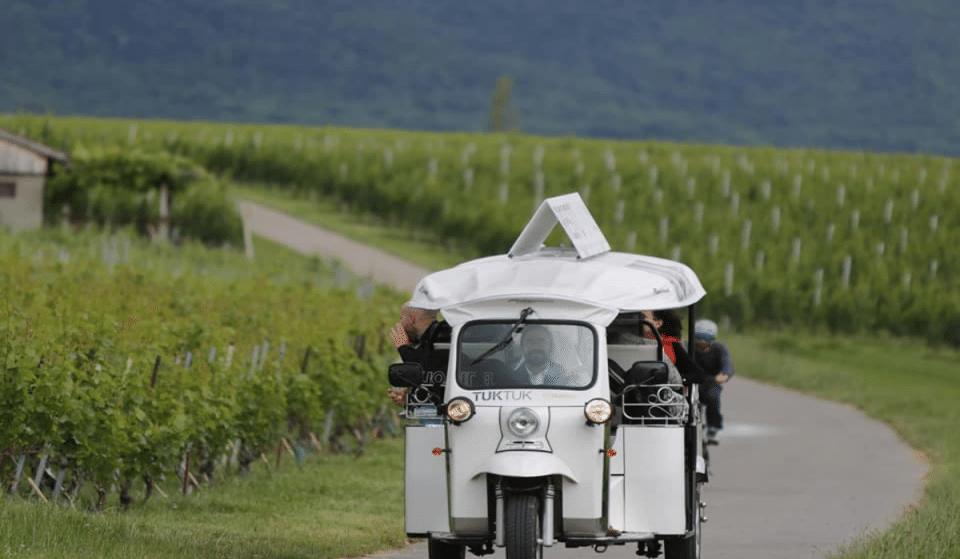 Participez à une balade insolite en tuktuk avec dégustation dans les vignobles genevois !