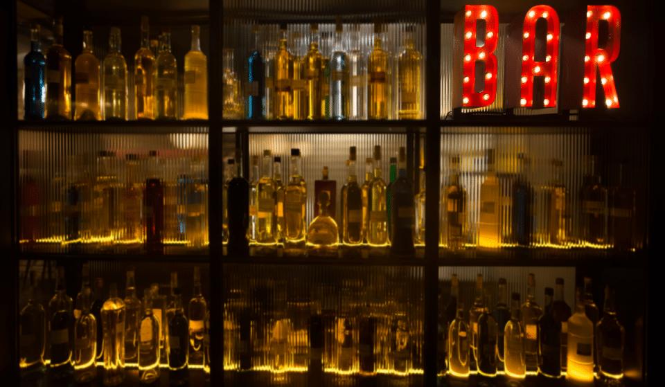 La Miroiterie : le nouveau bar à absinthe qui affole le quartier des Pâquis !