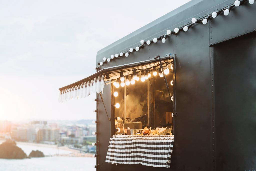 Le food truck Oh Canada sillonne la métropole lilloise et vous fait découvrir sa poutine !
