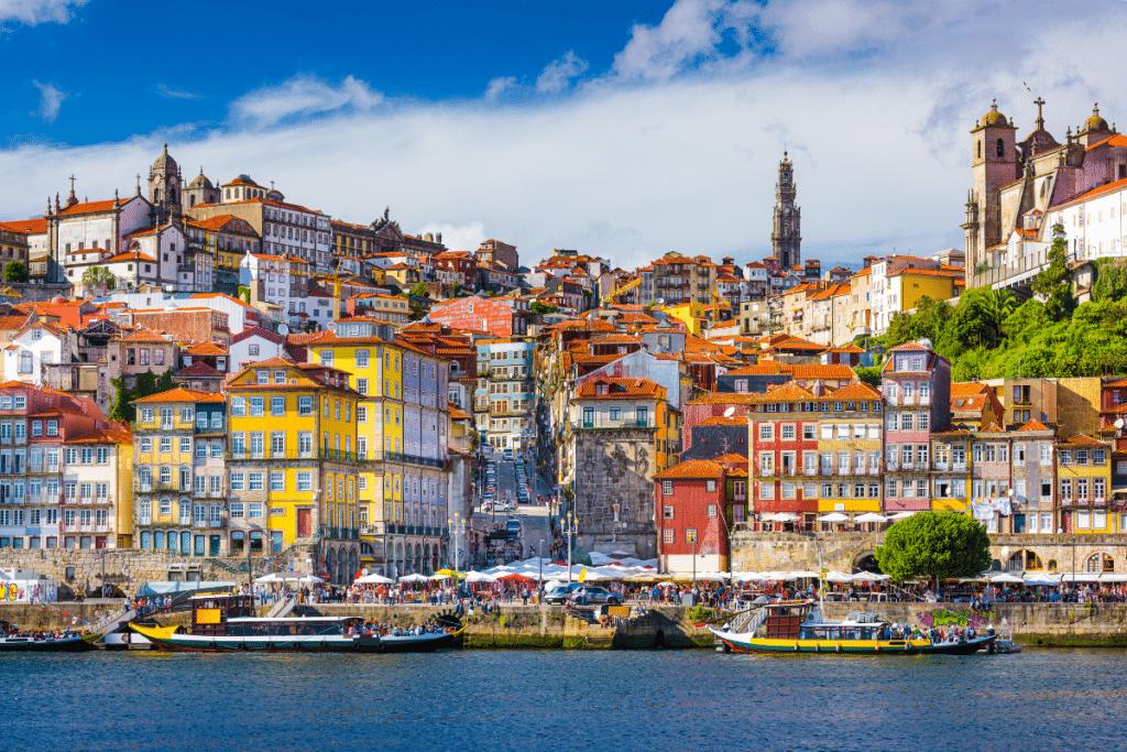 Cet été, envolez-vous pour Porto, Montpellier ou Biarritz à prix minis !