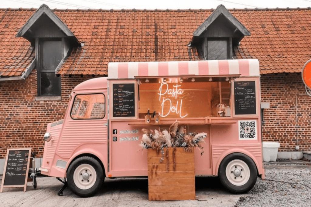 Un bar à pâtes vintage sillonne la métropole à bord de son food truck girly !