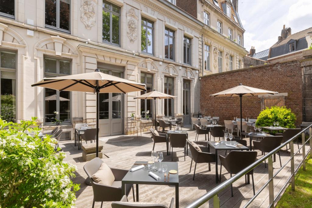 Le 49R : un nouveau restaurant avec terrasse se cache rue Royale !