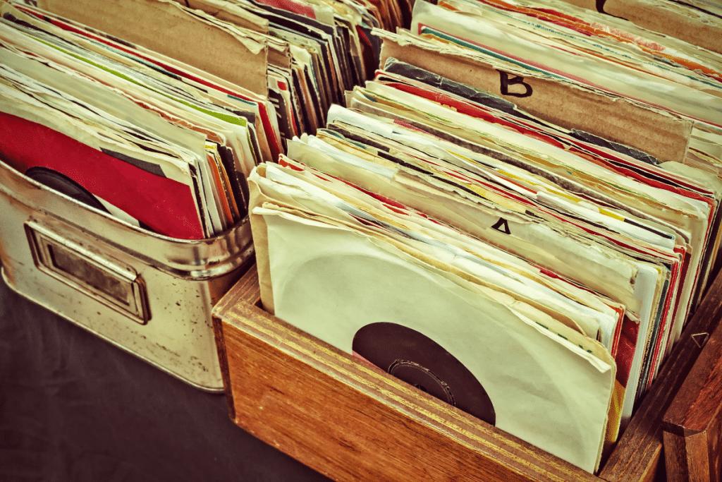 Ce week-end, le Bus Magique organise un brunch sur péniche et une vente de vinyles !