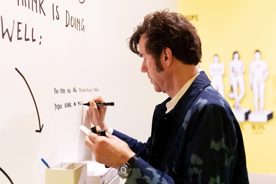 Um dos maiores designers do mundo inaugura uma exposição sobre a felicidade
