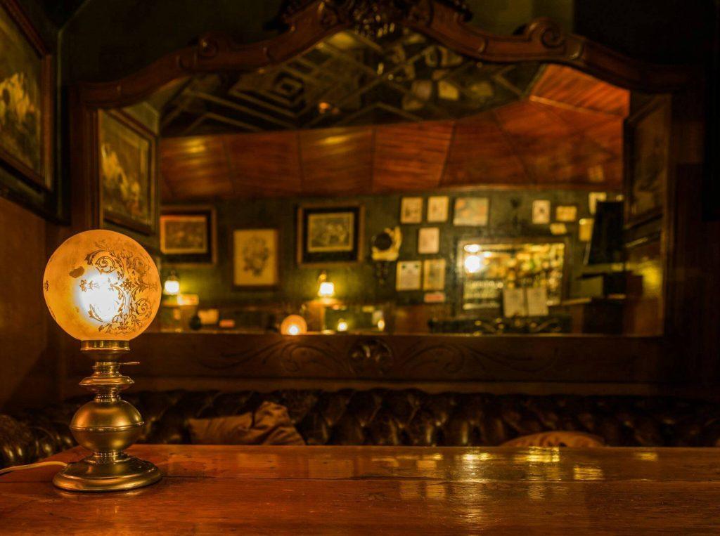 5 bares para viajar no tempo