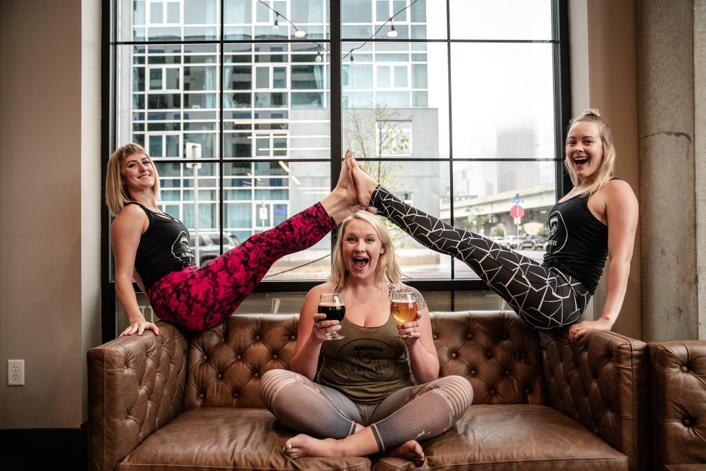 Beer Yoga: Inspire, expire e… beba uma cerveja