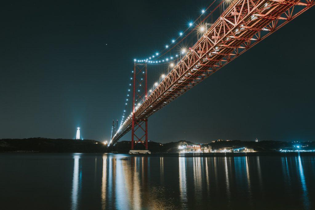 Halloween: O miradouro da Ponte 25 de Abril está aberto até à meia-noite