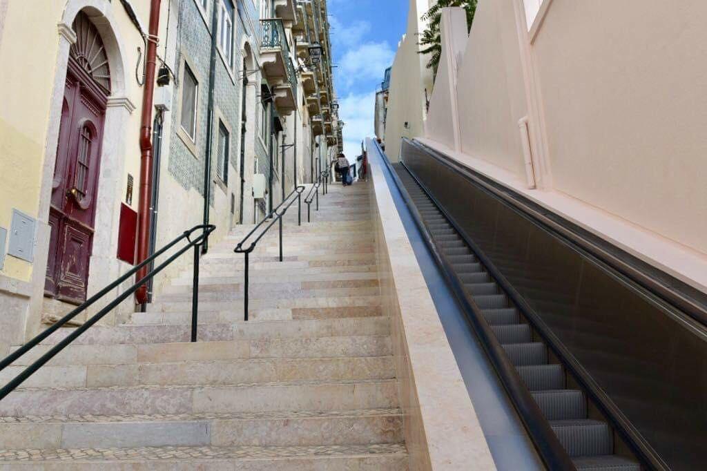 Do Martim Moniz ao Castelo em escadas rolantes