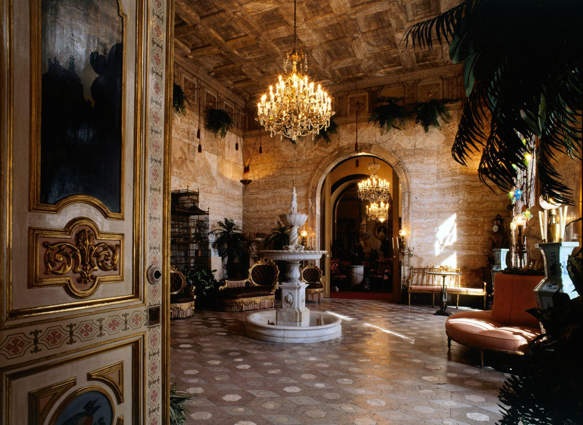 À descoberta dos símbolos secretos do Palácio da Ajuda
