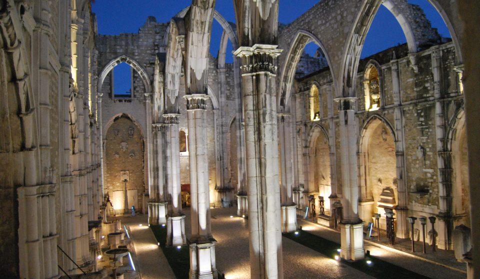 Caiu o Carmo e a Trindade: À descoberta dos segredos das ruínas