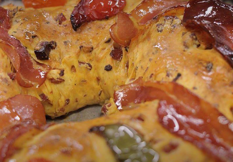 Bolo-rei com bacon, farinheira e pimentos? É ver (e provar) para crer