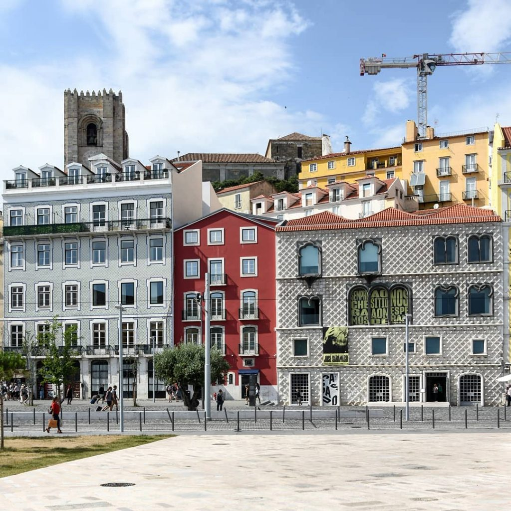 O Campo das Cebolas vai passar a chamar-se Largo José Saramago