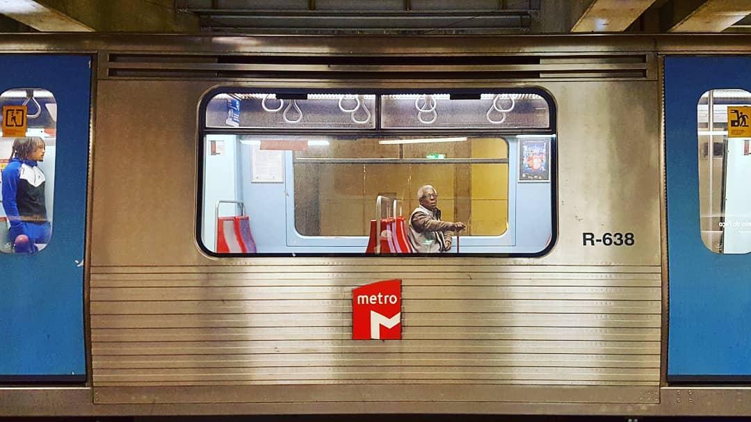 Metro de Lisboa retira bancos para aumentar número de passageiros