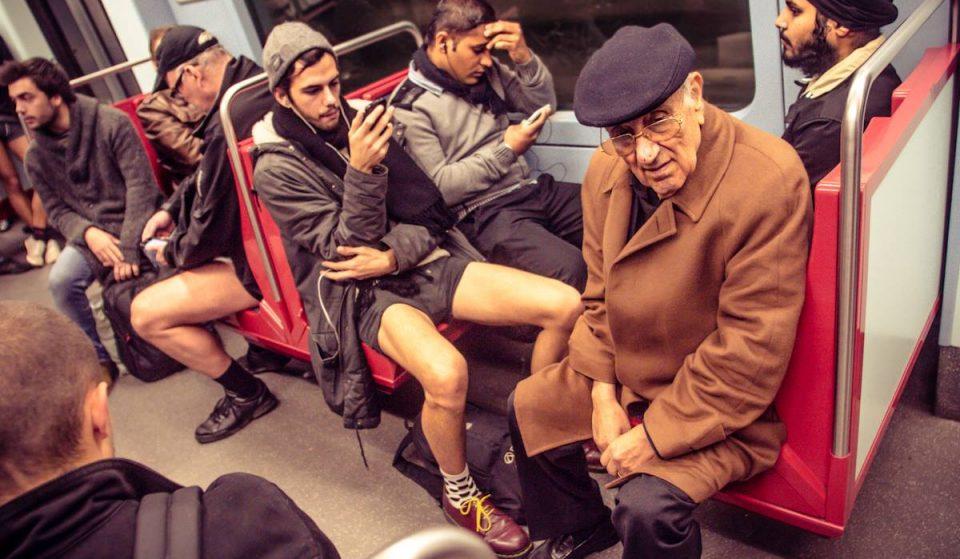 A Viagem de Metro Sem Calças está de volta. Atreves-te a ir de perna ao léu?