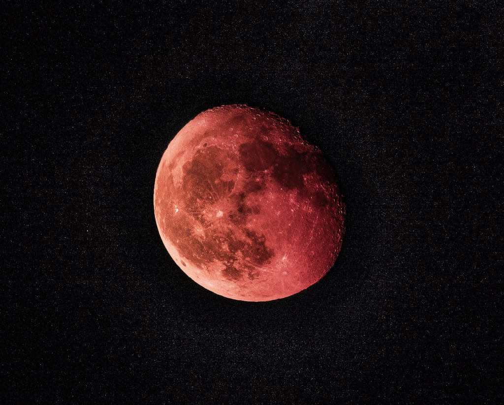 Esta madrugada, há um eclipse total da super Lua