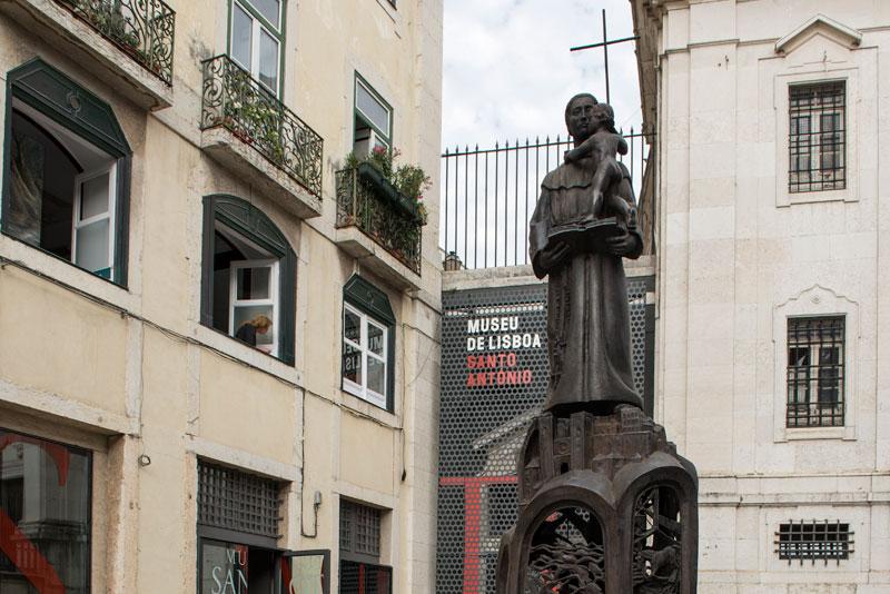 Uma moedinha a Santo António: a tradição que dá sorte ao amor