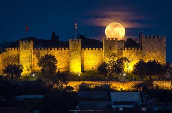 O Castelo de S. Jorge vai ter uma noite grátis com visitas, música e um cortejo