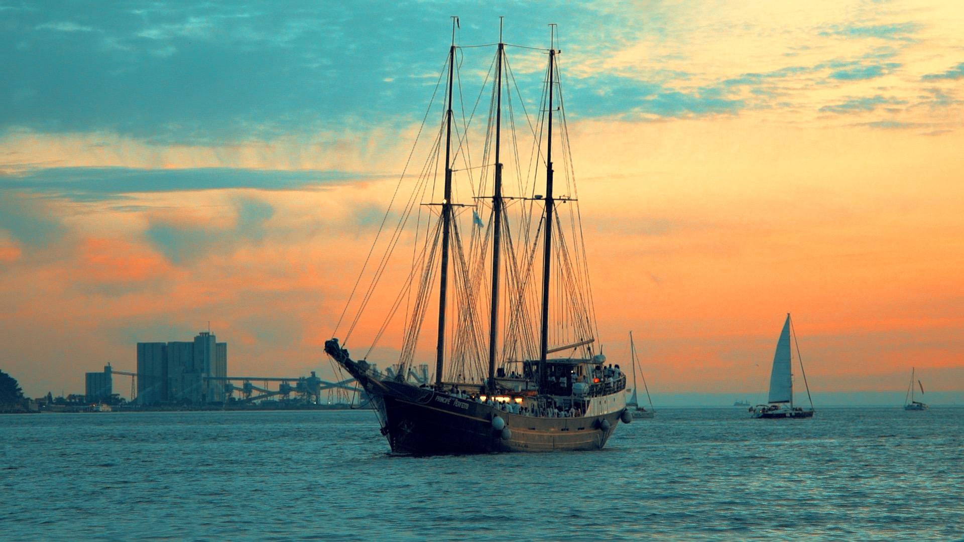Os melhores passeios e festas de barco no Tejo