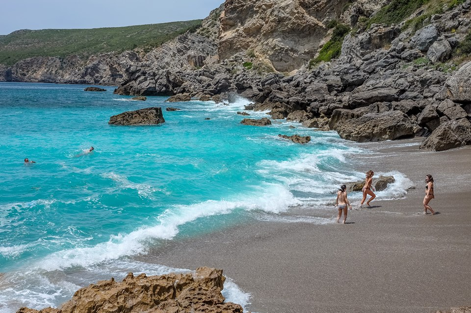 Cova da Mijona e Inferno: as praias selvagens que vais poder conhecer no domingo