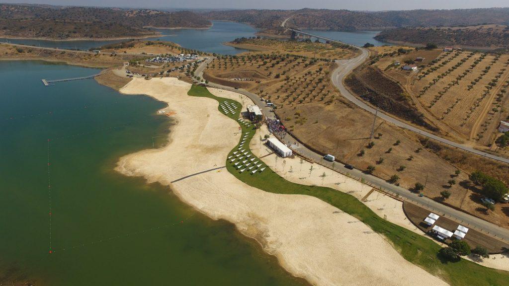 Já conheces a praia fluvial do Alqueva? É incrível!
