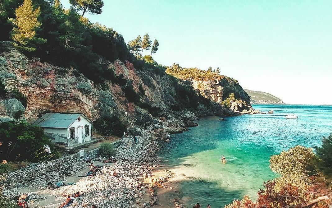 Praia de Alpertuche