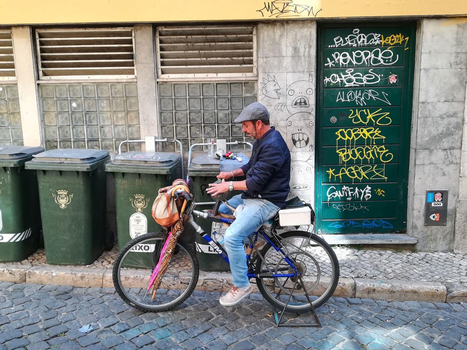 Manuel Loureiro: o amola-tesouras do Bairro Alto