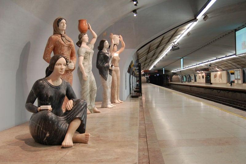 estação de metro de campo pequeno em lisboa