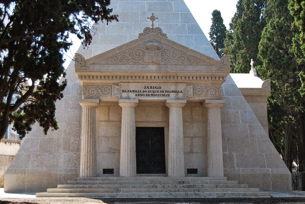 Os cemitérios de Lisboa abrem as portas aos vivos