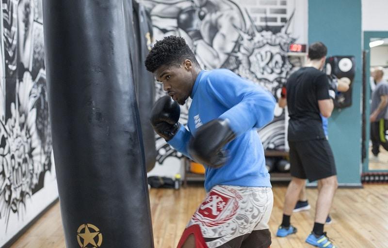 pugilista pratica boxe no clube Vitoria - Nobre Arte