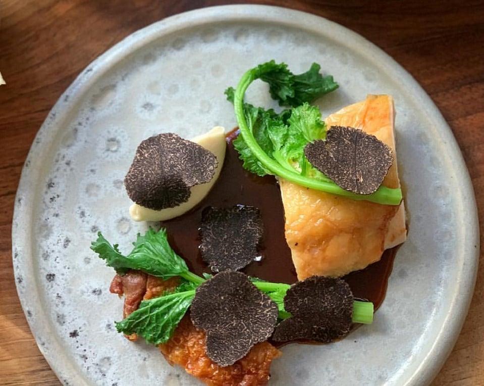 Braden Perkins para recriar aexperiência de estar no romântico e exclusivo restaurante Verjus