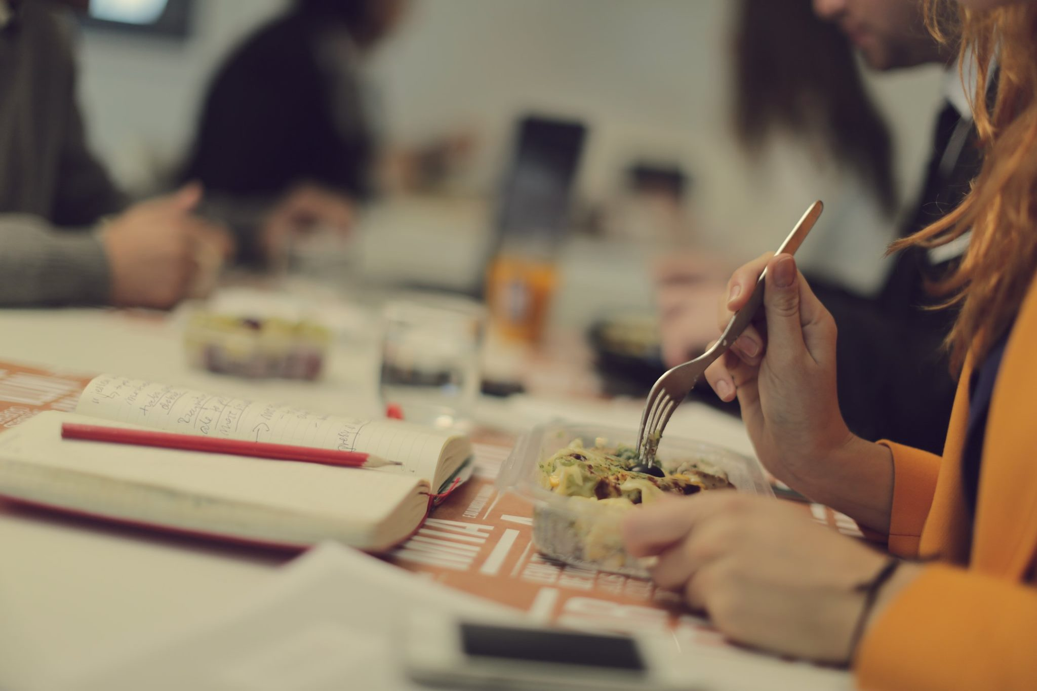 5 empresas que entregam o almoço no escritório