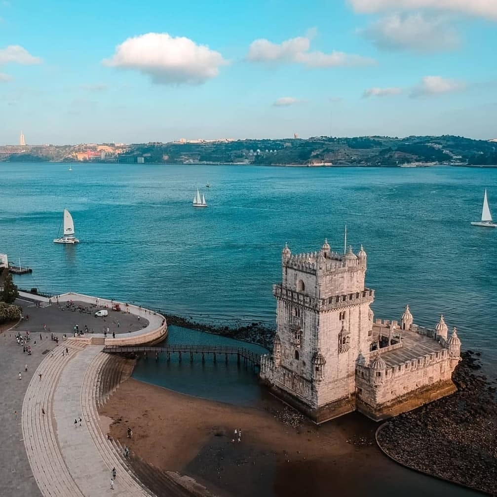 Torre de Belém e o rio Tejo vistos de cima