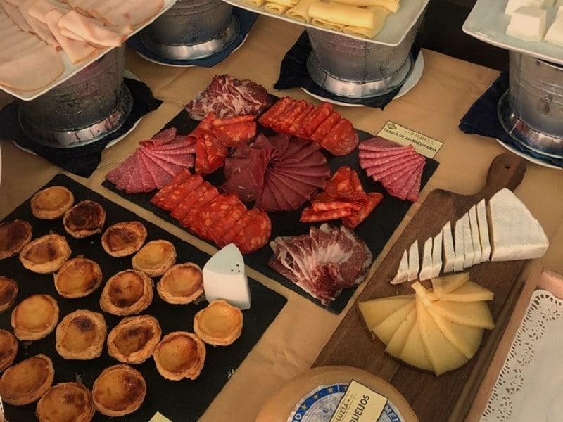 Tábuas de queijo e de charcutaria