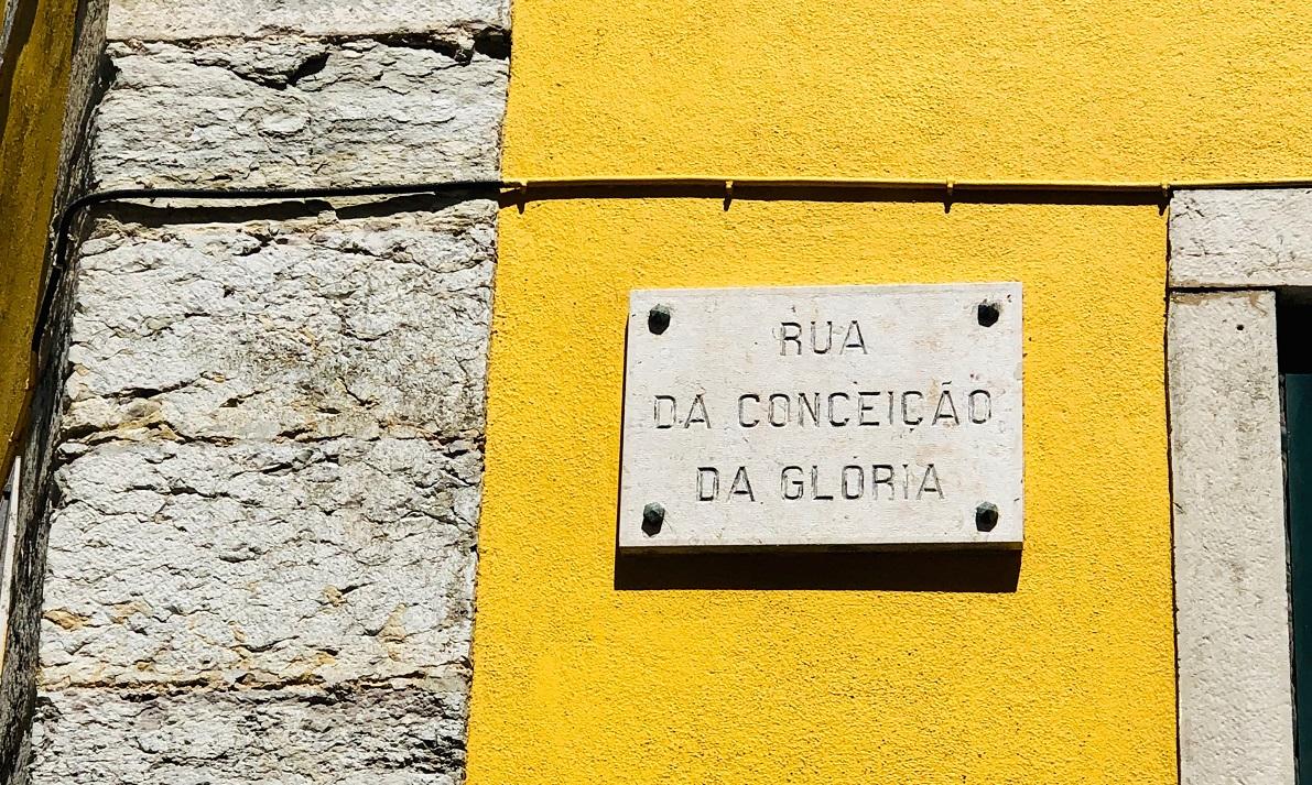 placa com nome de rua em Lisboa