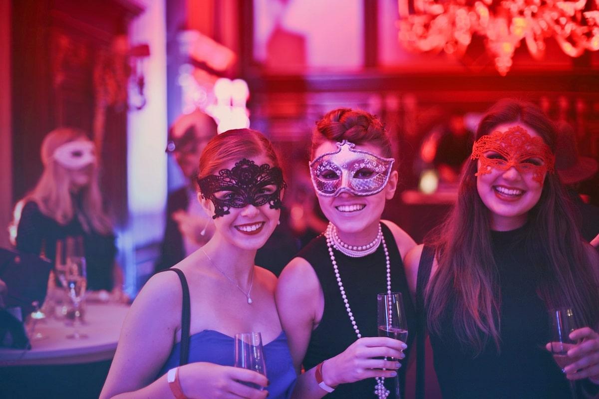 women-wearing-masks